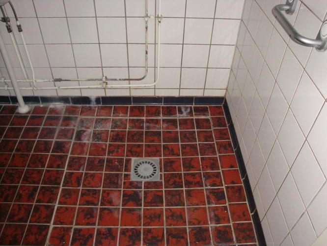 Betegelen badkamer vloer optioneel wanden werkspot - Betegelen van natuurstenen badkamer ...
