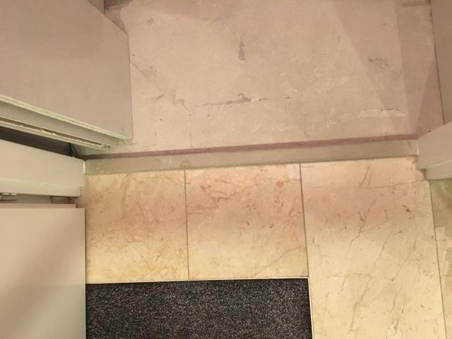 Marmer Laminaat Tegels : In de wc willen we marmeren strook tegels laten leggen in de