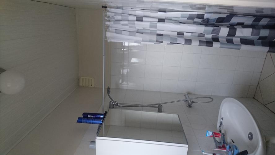 Badkamer vloer meubel douche glaswand muren werkspot
