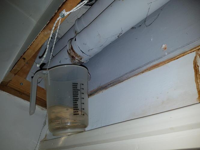 Afvoer Condens Badkamer : Condens afvoer boiler naar buiten lekt en pijp van wc stortbak