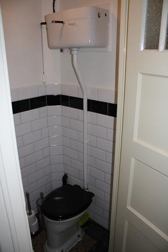Aanvoerbuis jaren 30 toilet vervangen werkspot - Stijl van toilet ...