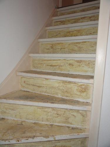 Lijm verwijderen schuren en schilderen 2 trappen werkspot for Stootborden trap maken