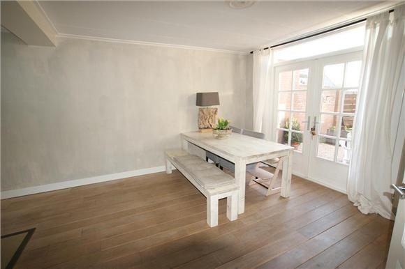 Schuren en olien houten vloer in woonkamer. - Werkspot