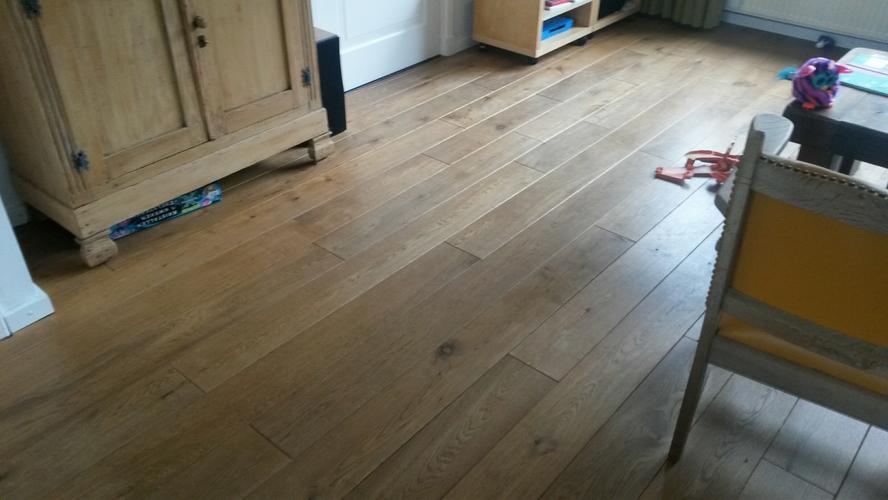 Houten Vloer Waxen : Eiken vloer woonkamer schuren en waxen werkspot