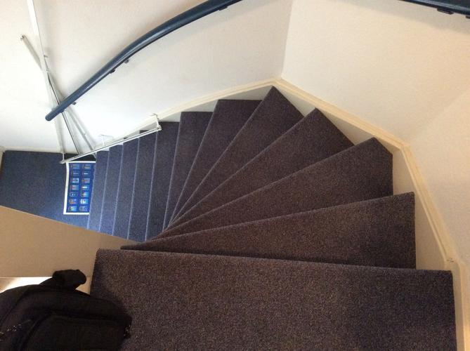 Marmoleum leggen op trap overloop wc en keuken werkspot