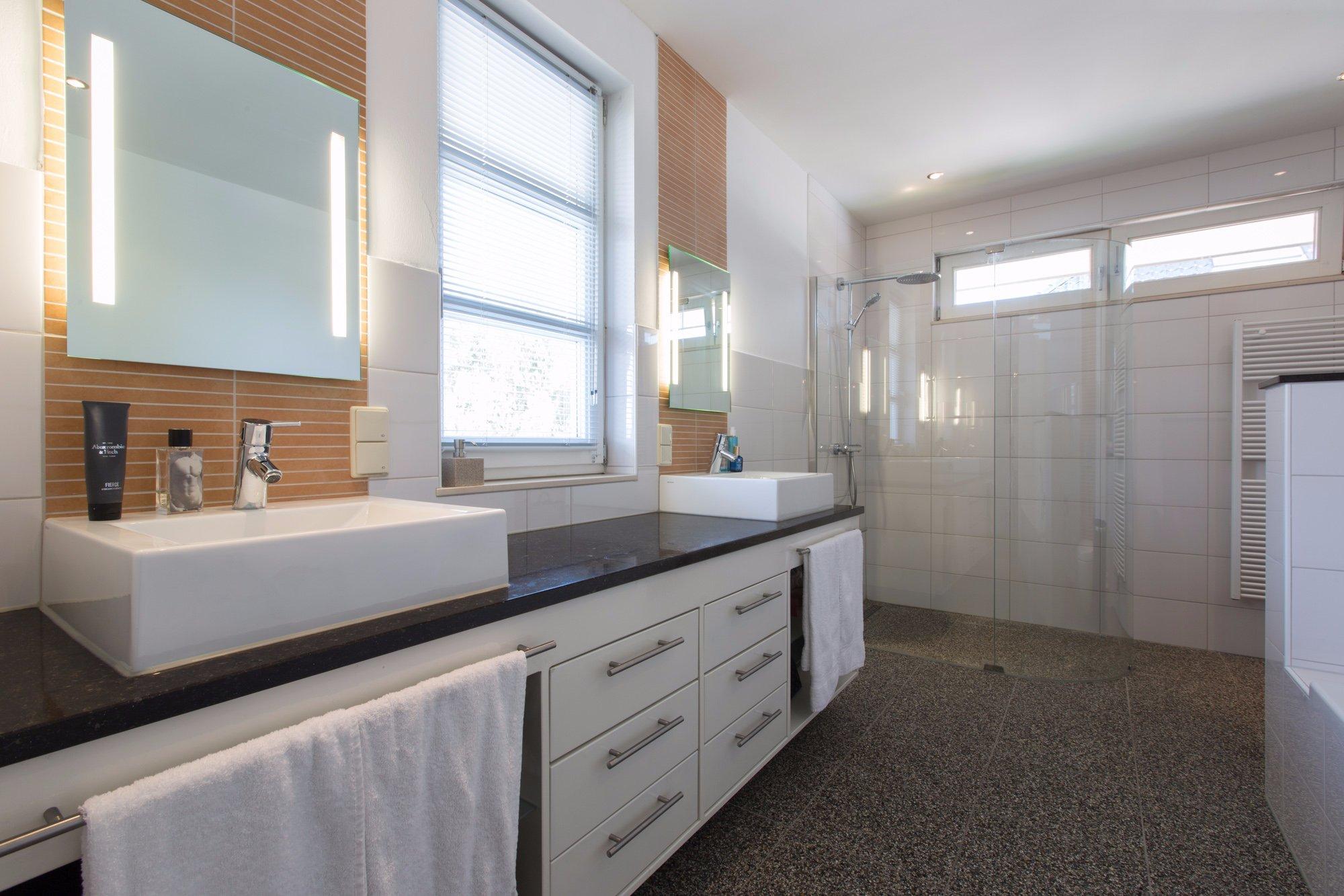Troffelvloer In Badkamer : Badkamer het aanbrengen van een troffelvloer en stucwerk beton