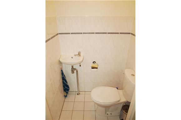 Toilet Betegelen Kosten : Muur toilet betegelen met gerectificeerde tegel werkspot