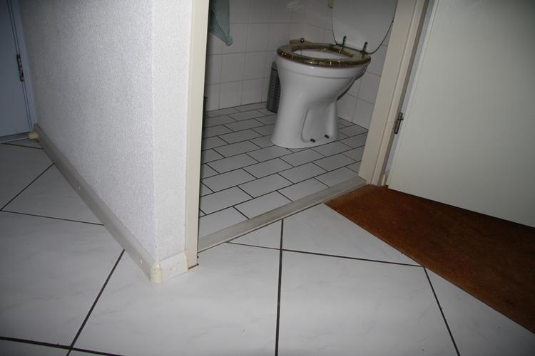 Dunne Tegels Badkamer : Dunne vloertegels over bestaande vloer