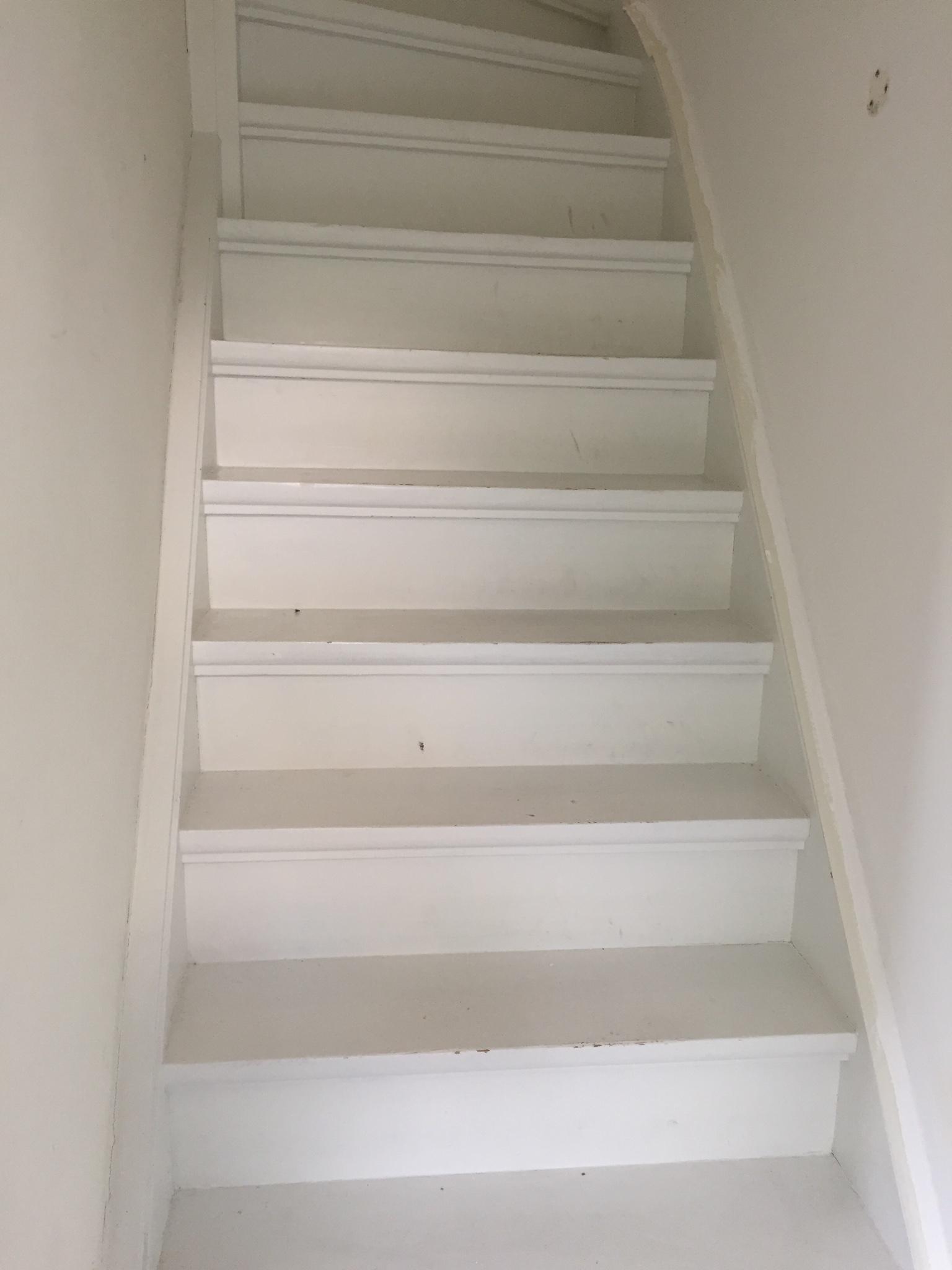 Trap en deuren schilderen werkspot - Schilderen muur trap ...