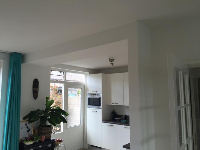 Aanbouw Open Keuken : Muur uitbreken en bij de huiskamer betrekken om open keuken te