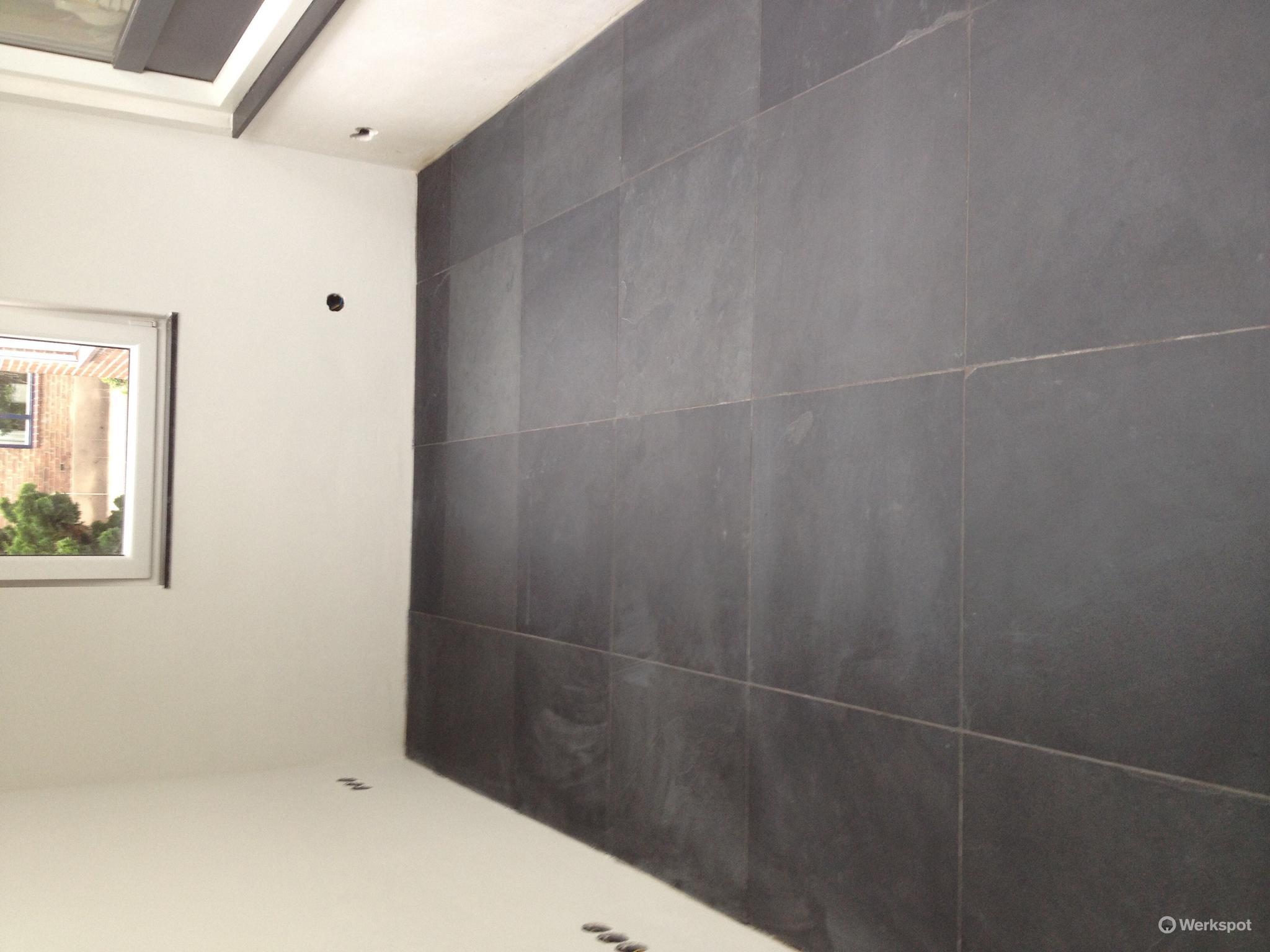 Egaliseren Over Tegels : Vloer egaliseren op beton en lei tegels plaatsen werkspot