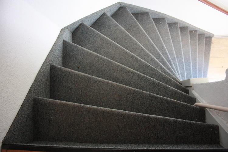 Nieuw tapijt leggen op trap werkspot