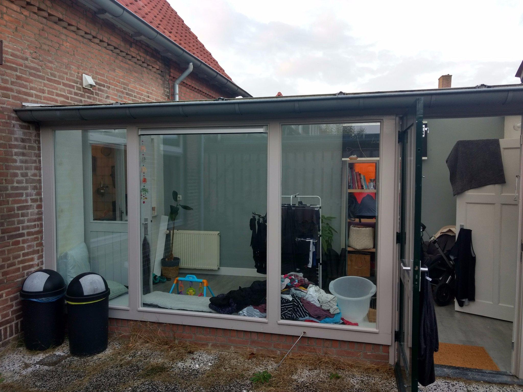 Serre betrekken bij woonkamer en dak vervangen van serre werkspot
