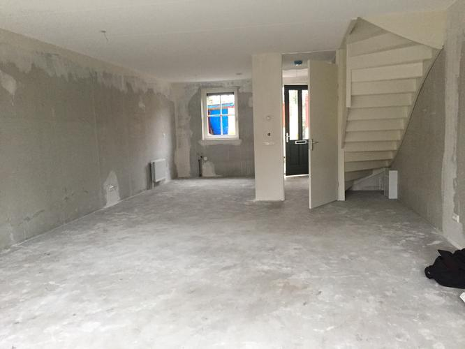 Trapkast maken onder gesloten trap in woonkamer werkspot