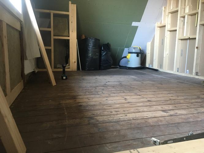 Badkamervloer creëren in oud huis met nu houten vloer werkspot