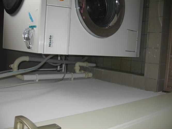 Zeer Lekbak wasmachine maken op zolder met aansluiting op waterafvoer QR62