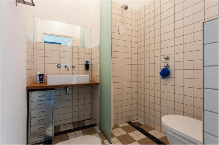 Kleine badkamer (3.17m2) moderniseren - budget ±3500 all in - te ...
