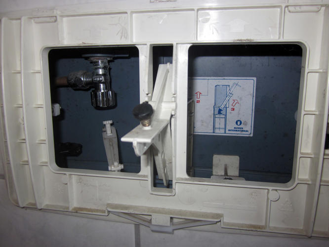Ingebouwd hangend toilet blijft doorlopen werkspot - Opnieuw zijn toilet ...