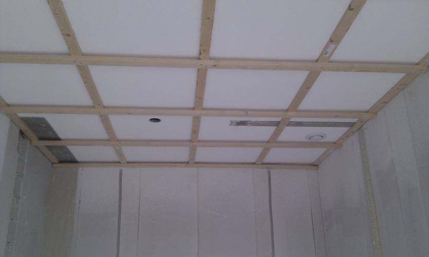 plafond badkamer stucen trendy verlaagd plafond met spots