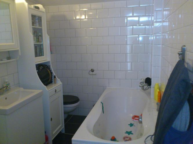 Badkamer Tegels Verwijderen : Verwijderen tegels badkamer keuken en hal werkspot