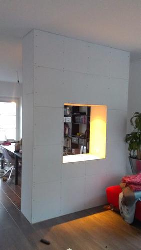 Stuken van scheidingswand in woonkamer (13m2), en 3 wanden in het t ...