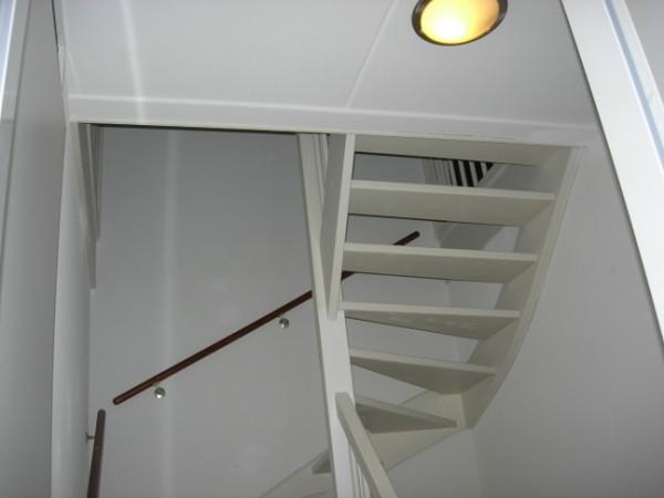Zoldertrap dichtmaken plaatsen 2 deuren op overloop for Vaste zoldertrap incl plaatsen en inmeten