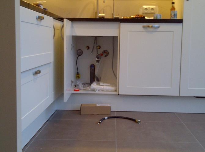 Aansluiten keuken gas water en boiler werkspot