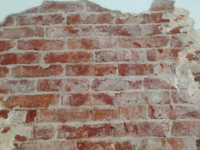 Super verwijderen resten stucwerk, bakstenen muur 2 m bij 1.5 m. - Werkspot VG73