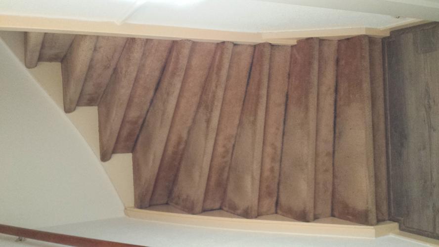 Trap Tapijt Verwijderen : Trap stofferen en oud tapijt verwijderen plus zijkanten lakken