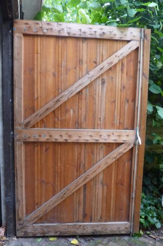 Maken en afhangen van houten garagedeuren werkspot for Houten vijverbak maken