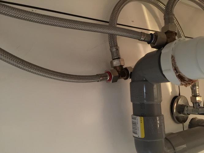 Monteren 2 kranen wasbak en aansluiten op warm & koud water  Werkspot # Wasbak Kranen_132611
