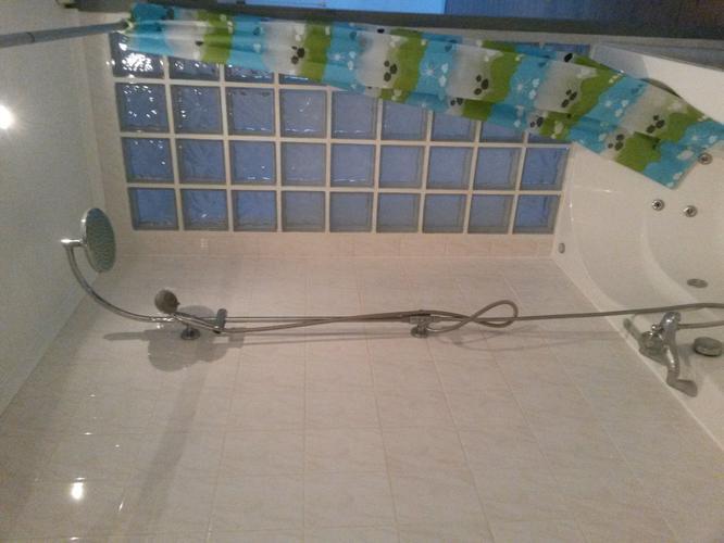 Jacuzzi bad verwijderen en verbouwen naar inloop douche werkspot