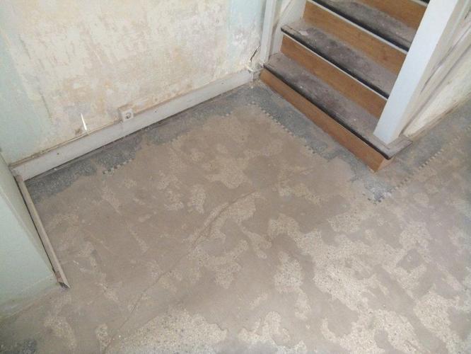 Fabulous tegellijm verwijderen en terrazzo vloer opschuren en polijsten WO53