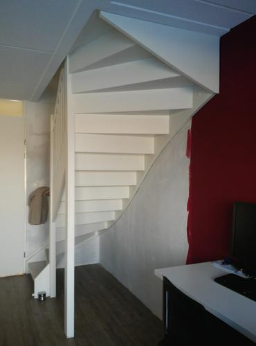 Kast maken onder trap en in trapgat plank onder trap for Trapgat maken in beton