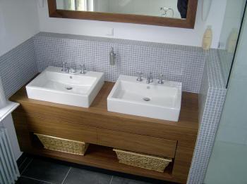 Houten badkamermeubel met lade werkspot