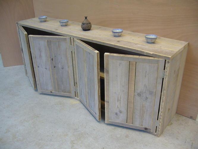 Boekenkast steigerhout met ongelijke vakken - Werkspot