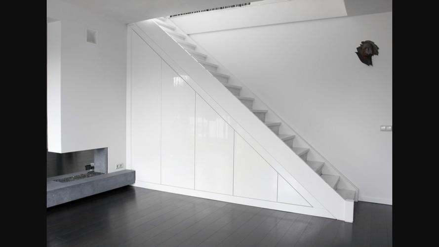 Jaren 30 traphek langs de trap aan 1 kant kasten onderzijde en plaf werkspot - Kwartaal trap castorama ...