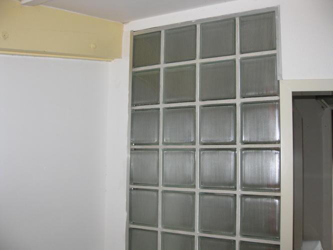Glasblokken In Badkamer : Badkamer wc muur van glazen bouwstenen verwijderen werkspot