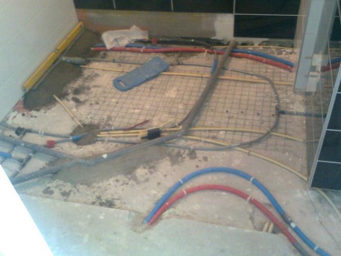 Badkamer Vloer Storten : Zandcement vloer storten in nieuwbouw badkamer werkspot