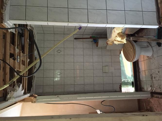 Afvoer Badkamer Lijmen : Nieuwe badkamer tuinhuis: afvoer u003e betonvloer leidingen douche en