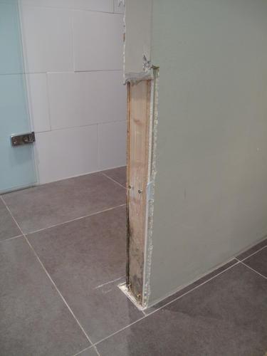 Reparatie van een betegelde muur werkspot for Tegels bodegraven