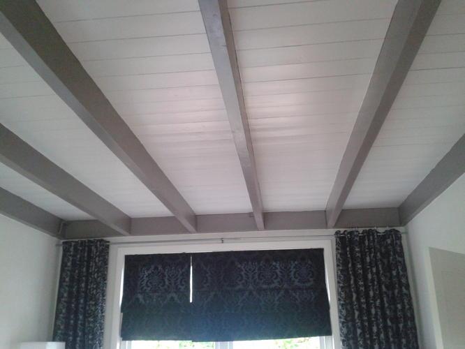 Balken op plafond zijn nu grijs moet wit worden werkspot - Plafond met balk ...