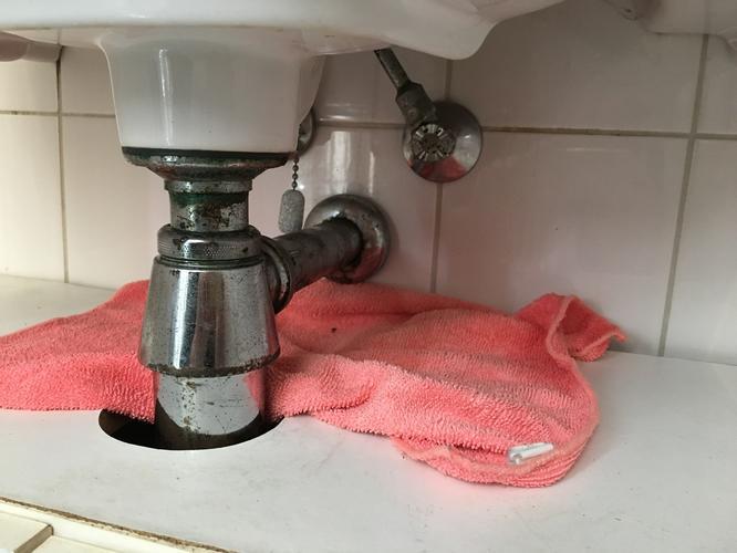 Badkamer Afvoer Lekkage : Lekkage bij afvoer wastafel verhelpen mogelijk afvoer in muur