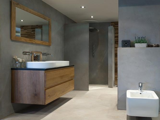 Oude badkamer verwijderen nieuwe plaatsen. in beide toiletten toile