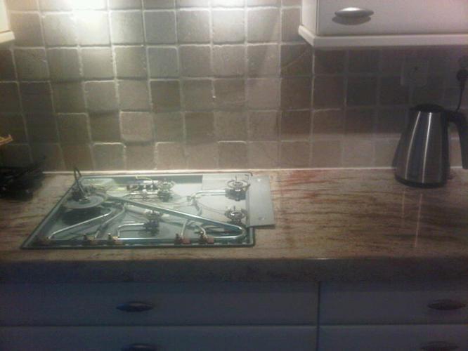 Achterwand keuken stucen met beton cire werkspot