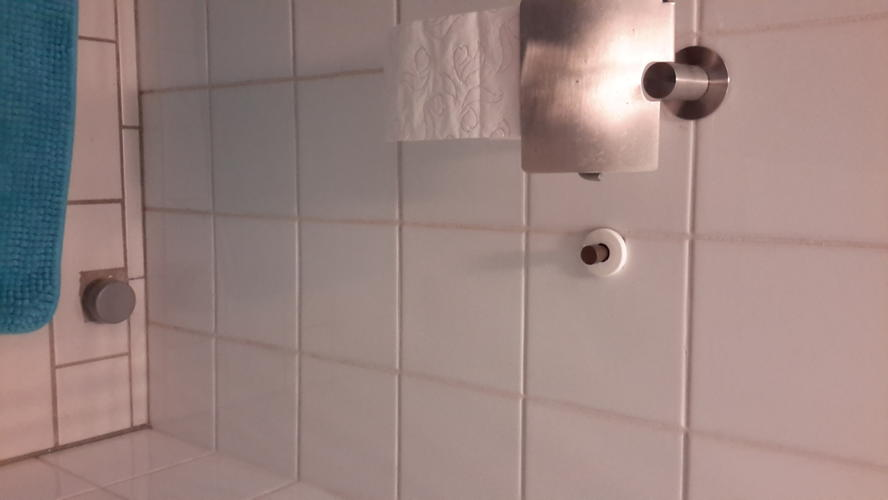 Wasbak monteren in de wc werkspot