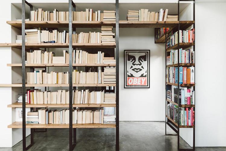 Boekenkast met stalen frame - Werkspot