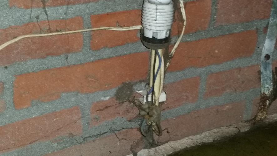 verlichting buitenkant schuur en nieuwe buitenlamp naast voordeur ...