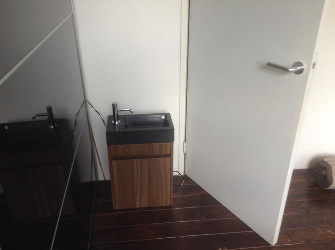 Wastafel plaatsen in slaapkamer - Werkspot