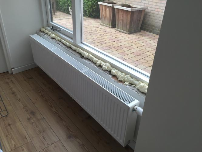 Plaatsen 3 houten vensterbanken werkspot for Vensterbank vervangen